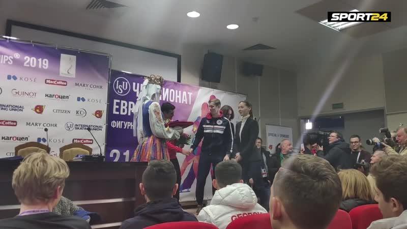 Коляду Самарина и Фернандеса награждают малыми медалями чемпионата Европы Sport24