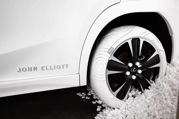 Для Lexus UX сделали покрышки в стиле кроссовок Nie. На неделе моды в Нью-Йорке компания Lexus и дизайнер Джон Эллиот представили кроссовер UX, обутый в специально разработанные для него
