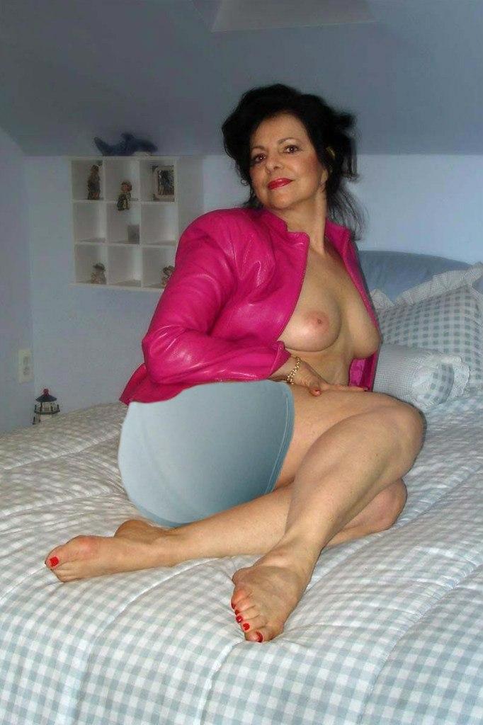 foto-v-pantalonah-pozhilie-razvesti