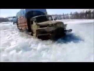 Зимник. Урал пробивает дорогу бампером