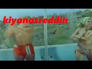 Türk filminde Zeki Müren Mine Mutlu havuz sonrası birlikte erotik duş sahnesi-erotic shower scene