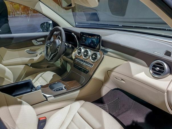 «Мерседес», который будут делать в России: первые живые фото. Одной из главных премьер Mercedes-Benz в Женеве стал рестайлинговый кроссовер GLC.Еще до пресс-конференции нам удалось посмотреть на