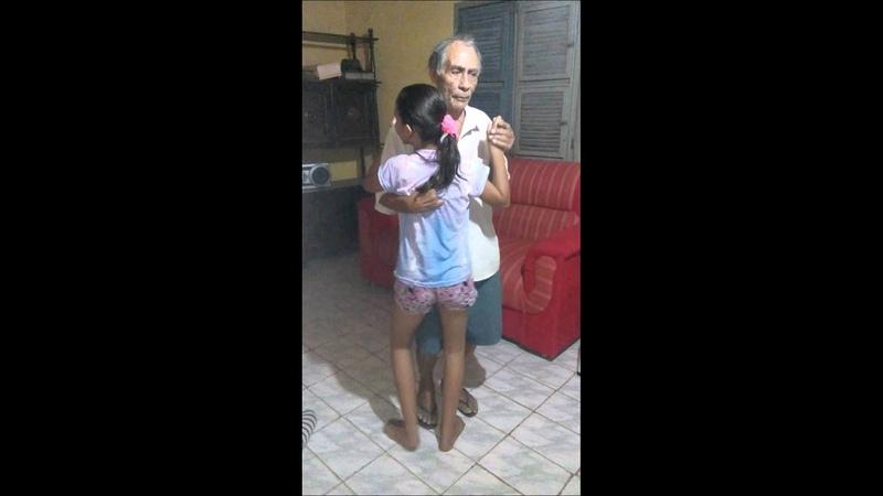 Momento lindo Neta e avô dançando ❤