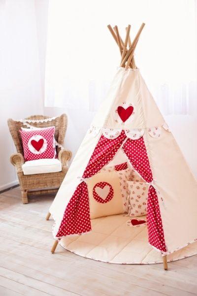 Прекрасная идея для игр: строим шалаш для детской комнаты
