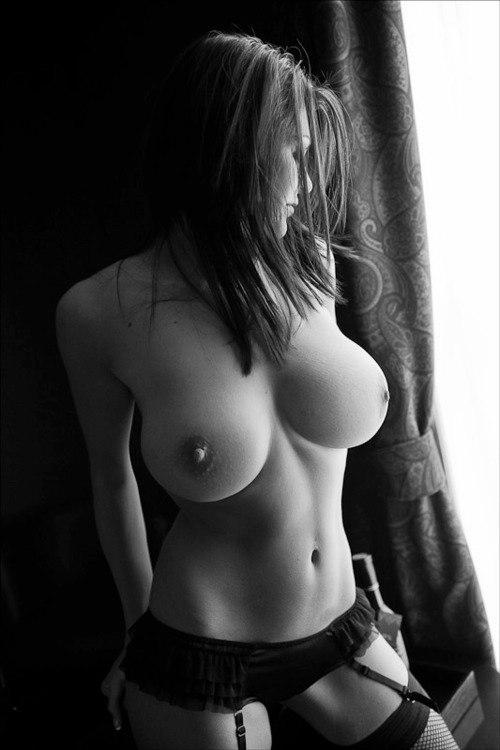 eroticheskie-fotosessii-devushek-bryunetok
