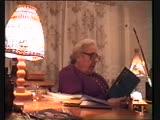 Зинаида Александровна Миркина читает стихи дома 1999