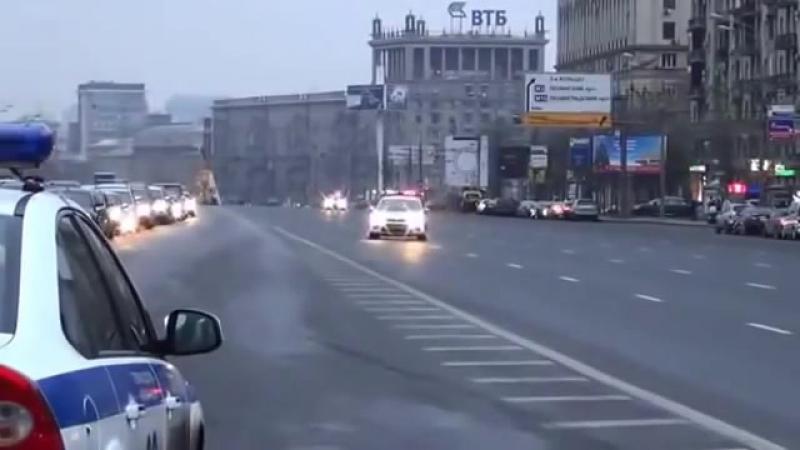 КРЕМЛЕВСКАЯ ХУНТА перекрывает улицы москвы для своего сатрапа