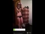 Молодая давалка снимает мастурбацию в туалете (перископ вписка brazzers порно секс хуй член большой)