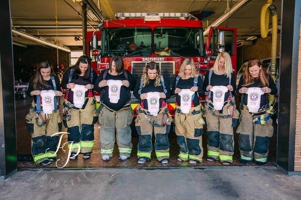 В США 7 жен пожарных из одной части забеременели и родили одновременно! Удивительные случай произошел в одной из пожарных частей Северной Каролины. Выяснилось, что из 20 пожарных у семерых