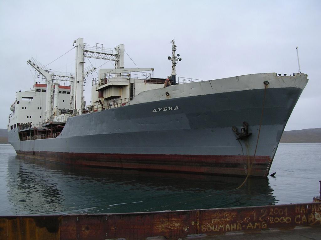 Командующий Северным флотом адмирал Николай Евменов поздравил команду танкера «Дубна»