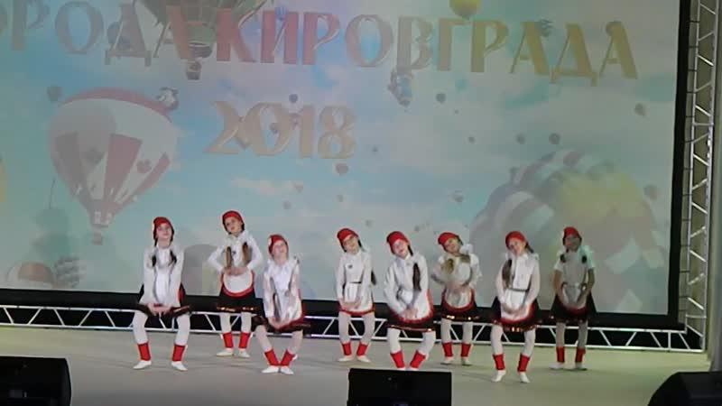 танцевальный кружок Ритм танец Красные шапочки