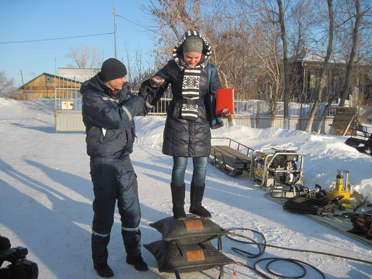 Спасатели отметили 15-летие ТОСЭР катанием на снегоходах с журналистами  5