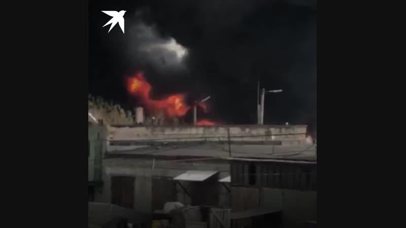 Горящий бензовоз напугал жителей Челябинска взрывами и черным дымом