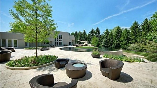 Красивый двор особняка Майкла Джордана...