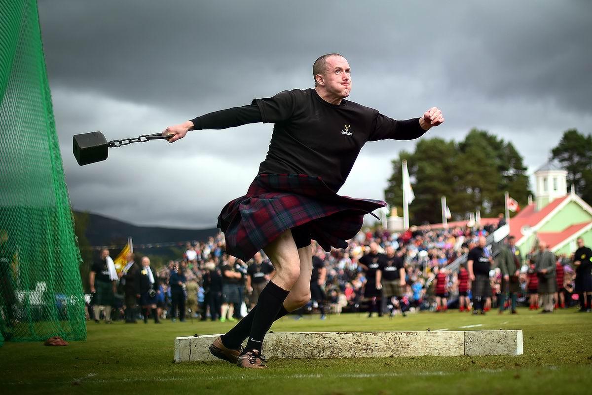Раззудись плечо, размахнись рука, : Шотландский метатель молота