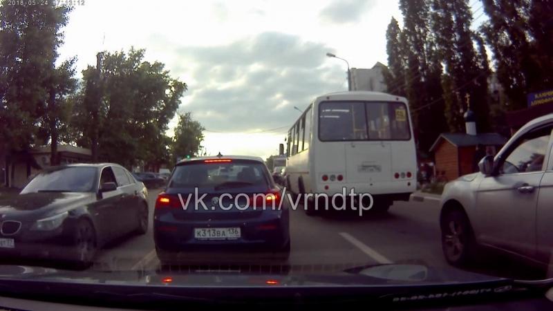 Воронеж Ребенок вылез на пол корпуса из машины