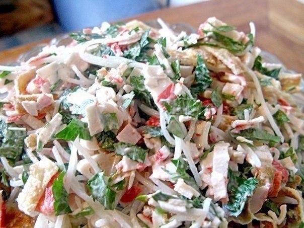 Салат «Лакомка» Замечательный лёгкий салатик! Он очень простой,