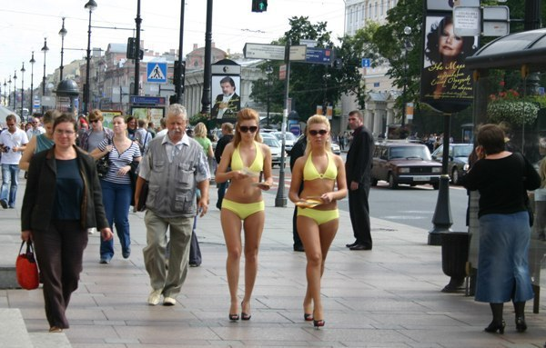 Голая модель на улице видео