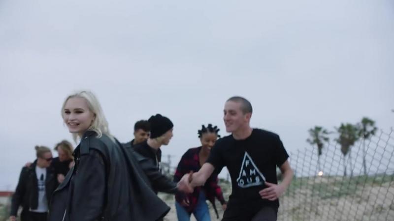 Blink-182 - Bored To Death - HD - [ VKlipe.Net ]