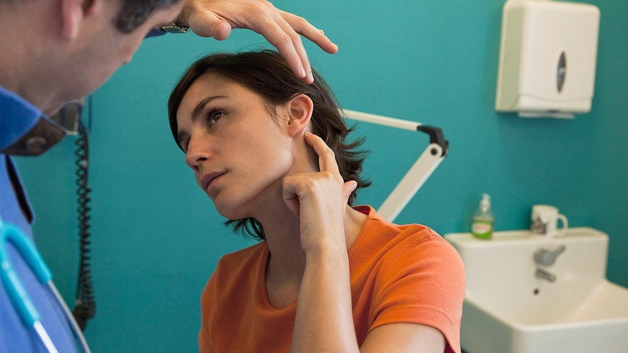 Инфекции и проблемы с пазухой могут вызывать зубные боли и боли в ушах, два условия, которые могут быть связаны.