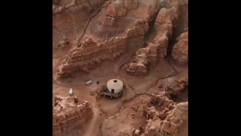Юрты, расположенные в каньоне. Только не в Чарынском, а в Goblin Valley, штат Utah, USA. almatytoday almaty алматы kaza