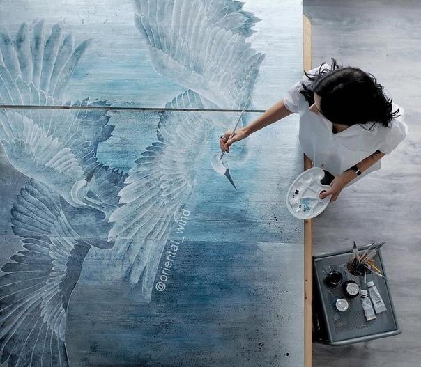 Мария Трищецкая, художник-декоратор. Oriental Wind (Восточный Ветер) - творческий псевдоним. Он появился задолго до этого проекта, но полностью отражает настроение и атмосферу работ Марии.Мария