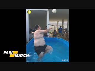 Толстяк зарядил мячом точно в голову