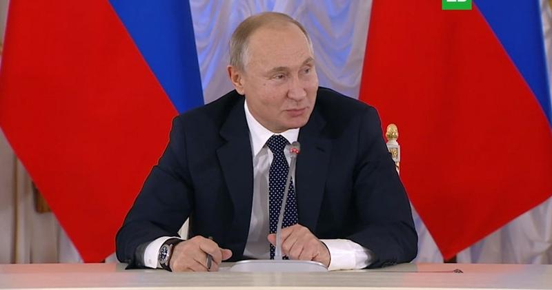 «Революционное предложение»: Путин отреагировал на идею разрешить СМИ использовать мат