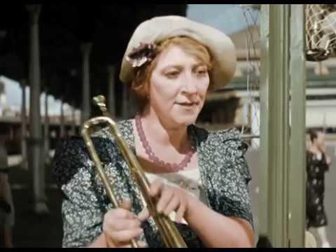 Художественный фильм Подкидыш 1939г. Сцена В киоске игрушек