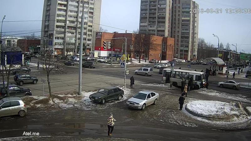 В Рыбинске маршрутка сбила женщину.