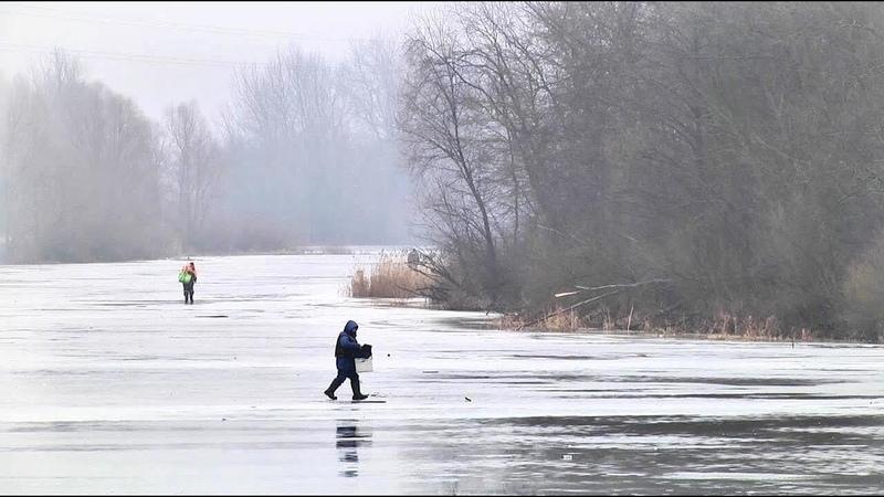 Осторожно тает лед спасатели ведут охоту на безрассудных рыбаков