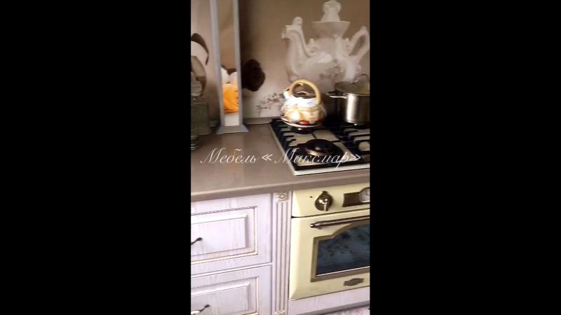 Кухня с фасадами МДФ в пленке ПВХ с золотой п
