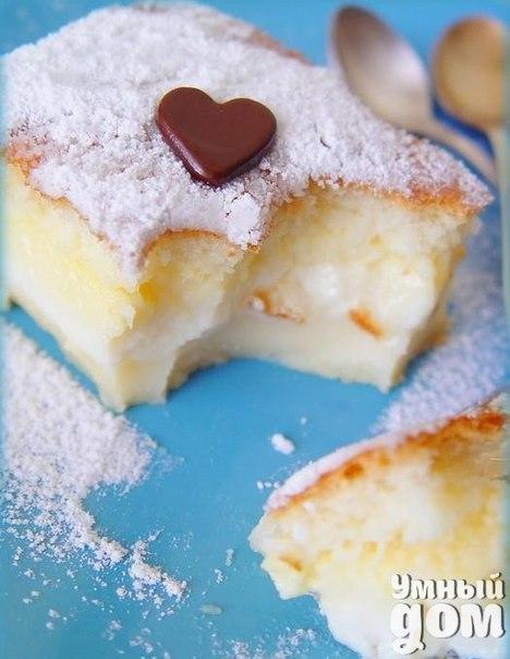"""Умное пирожное Тому, кто еще не встречал такого чудо-пирожного, объясню почему оно так называется. Все ингредиенты смешиваются, получается очень жидкое тесто, но в духовке оно """"умным"""" образом расслаивается на слои: и у вас получается торт с кремом посередине. Расслоение происходит за счет разной жирности составляющих. Ингредиенты на форму 20х20 см: - 4 яйца - 125 г масла - 500 мл теплого молока - 115 г муки - 150 г сахара - 0,5-1 чл ванилина без горки - 1 ст л воды Приготовление: 1.…"""