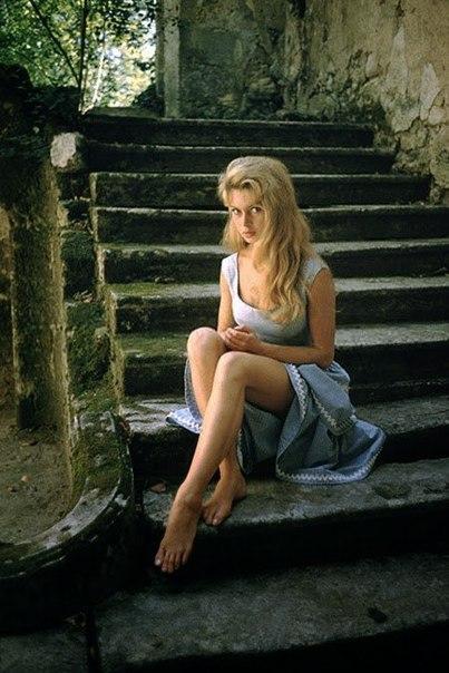 История в фотографиях. 22-летняя Брижит Бардо в фотосессии Марка Шоу, 1956 г.