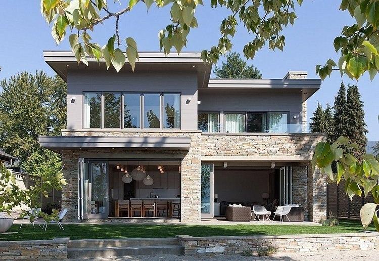 Современный двухэтажный загородный дом