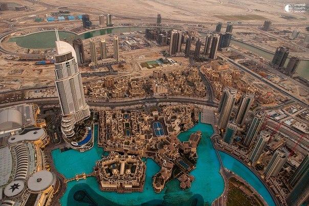 """Вид на Дубай с известного во всем мире небоскреба Бурдж-Халифа или """"Дубайская башня"""""""