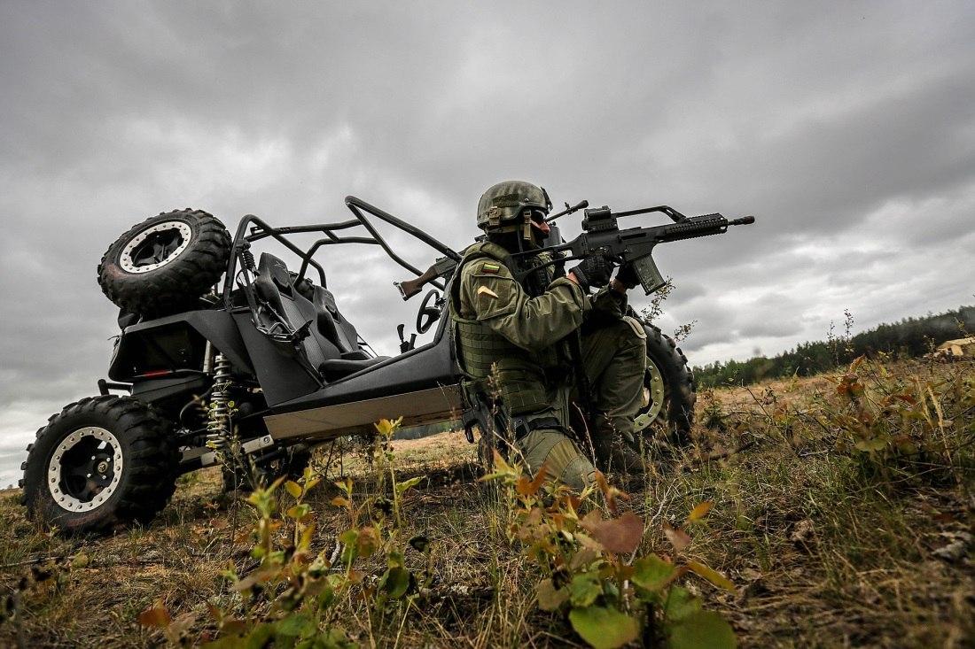 Armée lituanienne/Lithuanian Armed Forces - Page 3 FABb-KKwr1A