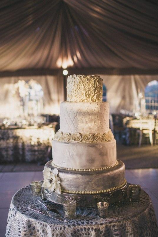 2lbduKPGSeQ - Золотые и серебряные свадебные торты 2016 (70 фото)