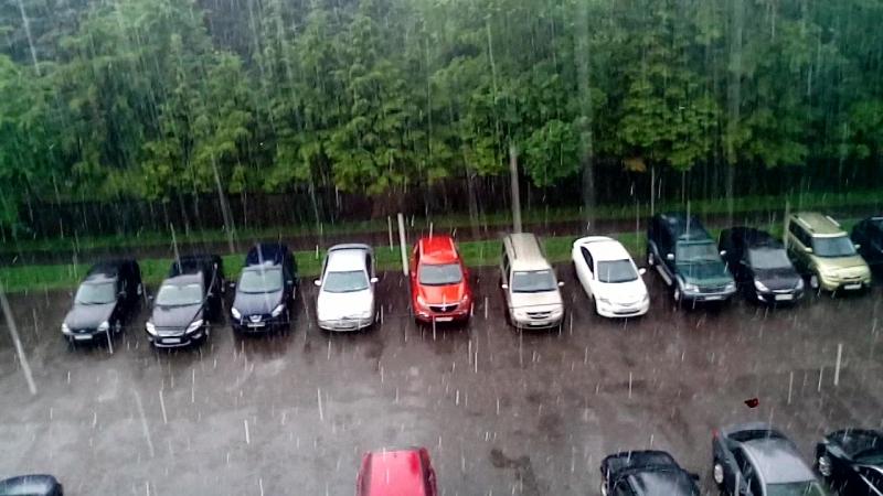 Дождь и град в городе Московский
