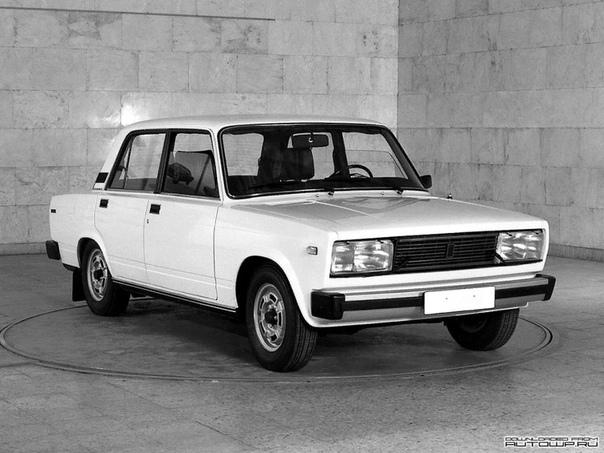Разница между ВАЗ 2105 и ВАЗ 2107 Многие автолюбители подумают: зачем сравнивать морально устаревшие модели, которые уже заменила Lada Granta Ответ прост: Lada Granta заменила классические