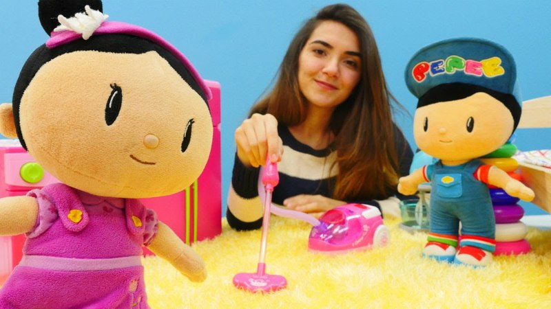 Şila Pepee'nin gelişine evini temizliyor Evcilik oyunu