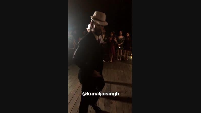Кунал танцует