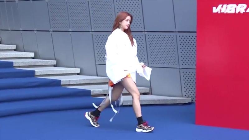 다이아 [DIA] Huihyeon 희현2019 S S Hera Seoul Fashion Week)