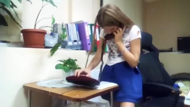 Когда ребенок впервые увидел старый телефон