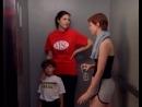 Миранда борется за право нажимать кнопочки в лифте