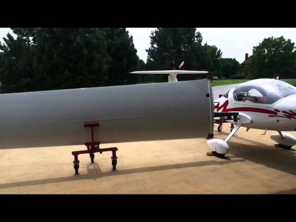 Diamond Motor Glider - Unfolding the Wings