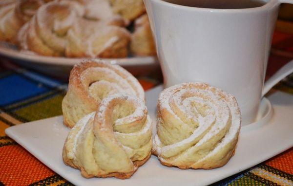 Творожные розочки Ингредиенты Творог 200 грамм сахар 100 грамм масло сливочное 100 грамм разрыхлитель 1 ч.