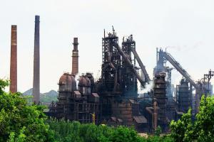 На металлургическом заводе в Енакиево случился пожар