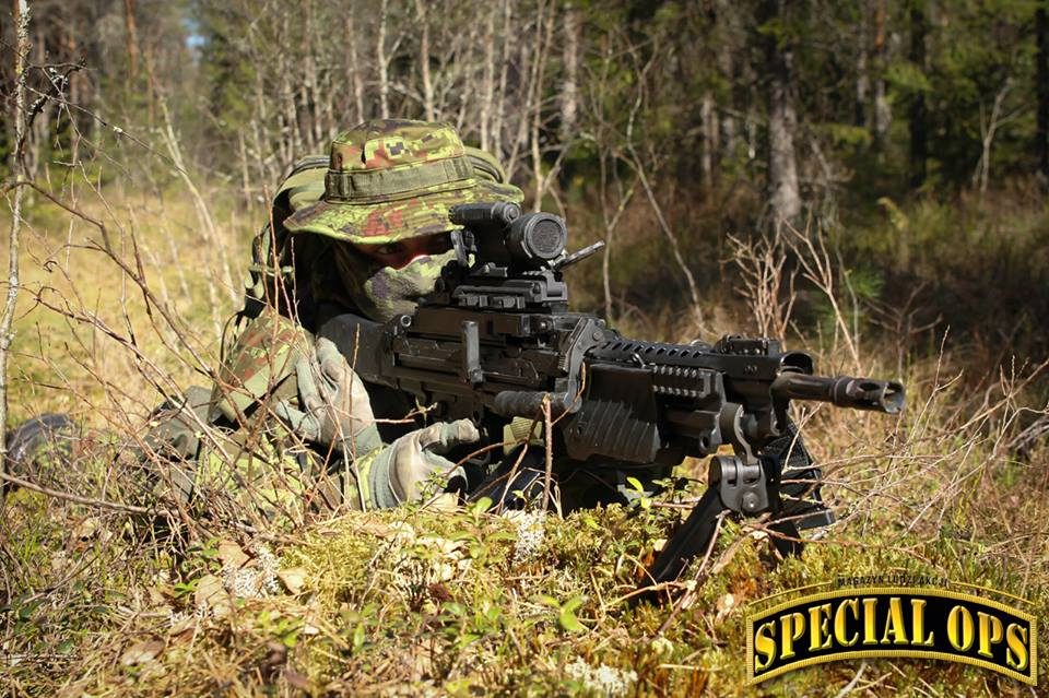 Armée Estonienne/Estonian Army - Page 2 E5YBPCu5YXI