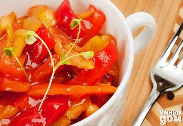 Лечо на зиму – рецепт из помидор и болгарского перца Ингредиенты: Помидоры спелые и мясистые 4 кг. Перец сладкий болгарский 3 кг. Морковь 1 кг. Уксус 9% 2 ст.л. Сахар 150 грамм Соль 2 ст.л. Растительное масло 100 гр. Приготовление: Морковь очистить и потереть на крупной терке или порезать тонкой соломкой. Перец очистить от семян и порезать соломкой. В большую кастрюлю вылить масло, выложить морковь и потушить ее в течение 10-15 минут. К моркови добавить перец, потомить все вместе 5 минут.…